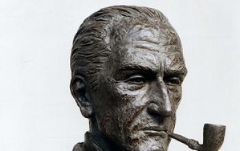 """Busto di Sherlock Holmes... in vestaglia da casa e """"pipa preferita"""""""