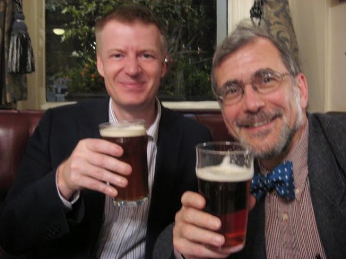 Dan Andriacco, in primo piano. Alla sua destra l'editore Steve Emecz